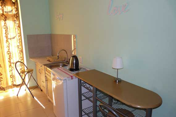 Studio, kitchenette